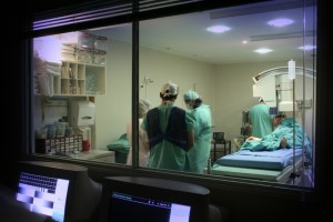 428518-doctors-at-operation-room